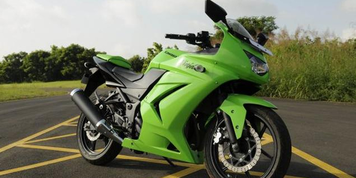 Photos: Kawasaki Ninja 300 Price in India and Specifications