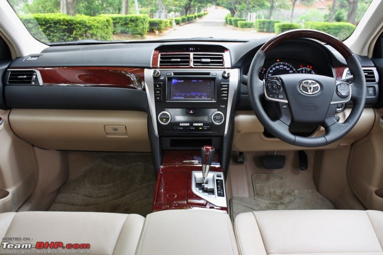 Toyota Camry Hybrid Price In India Specifications And Features