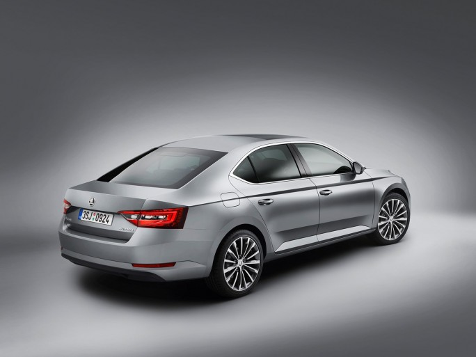 Skoda Superb Side